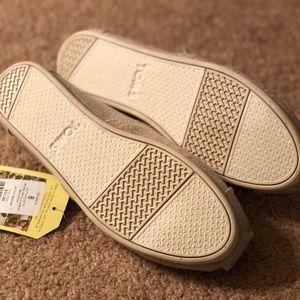 2017b95652c Toms Shoes - NWT Toms Alpargata in natural metallic burlap